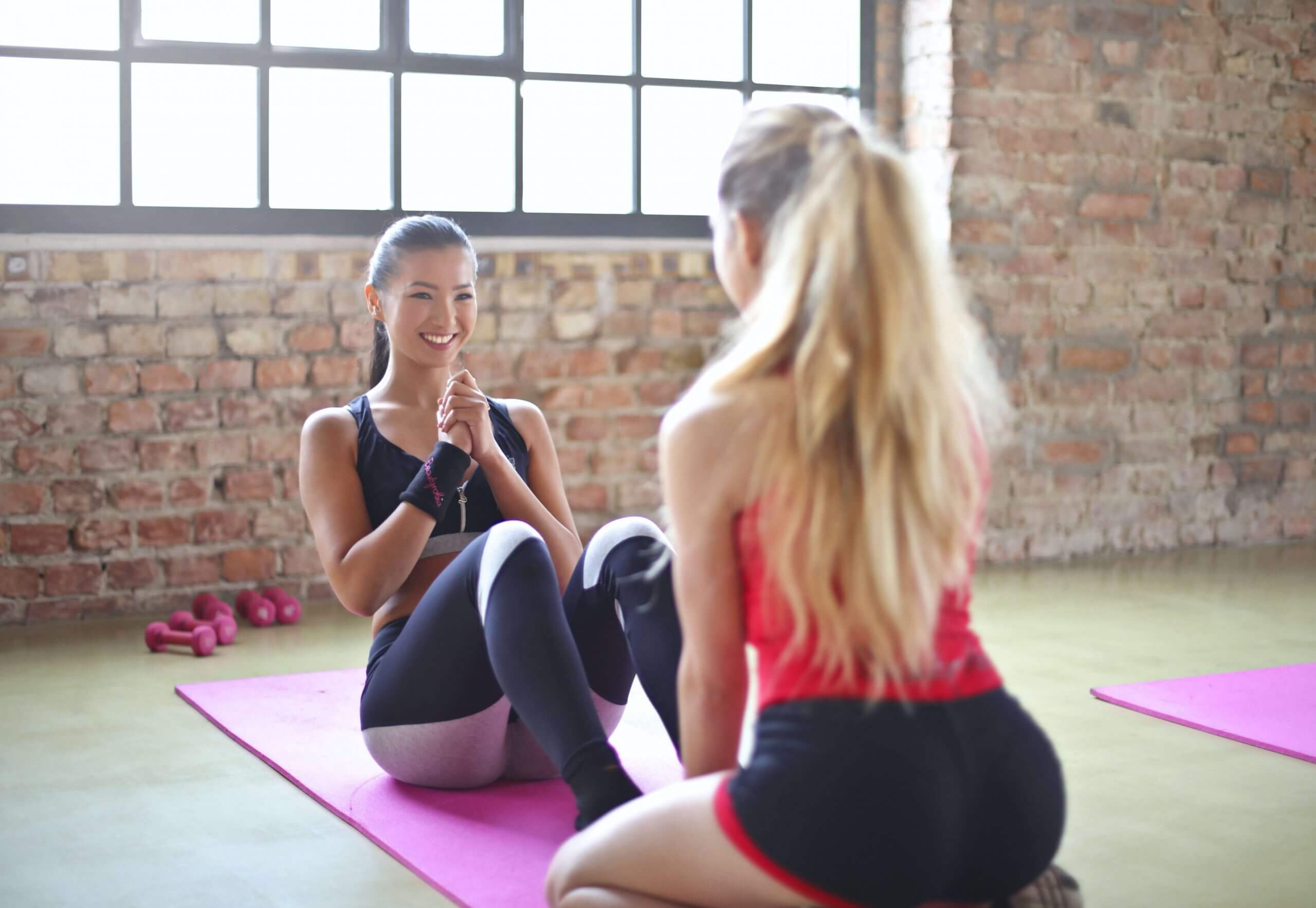 girls-working-out-yoga